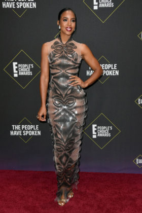 Kelly Rowland At E! People's Choice Awards 2019 red carpet.