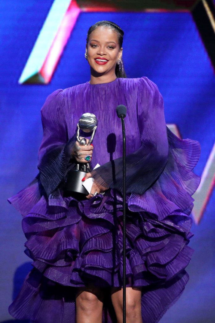 Rihanna's Acceptance Speech At The NAACP Image Awards Was A Reminder That Unity Is Key To Greater Victories